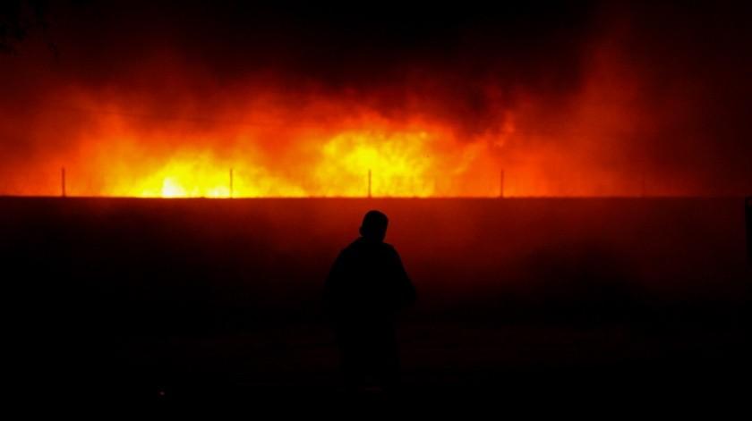 Se incendia almacén de cartón al oriente de Mexicali(VICTOR MEDINA)
