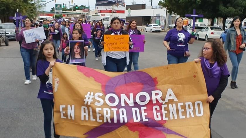 """FOTOS y VIDEO: """"Ni una asesinada más"""": Feministas en Hermosillo y marcha culmina en Catedral"""
