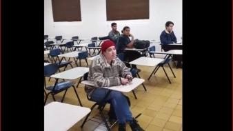 En la escuela de Lenguas, se pudo ver que una alumna fue a clases, esto por no estar de acuerdo con el paro nacional debido a su ideología.