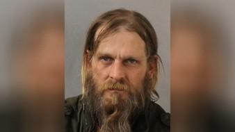Sullivan fue acusado con dos cargos de agresión agravada con un arma letal por drogar a las mujeres y dos cargos de agresión sexual. Se encontraba detenido el lunes con una fianza de 80.000 dólares.