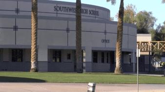 Evacúan escuelas en El Centro por amenazas de tiroteo