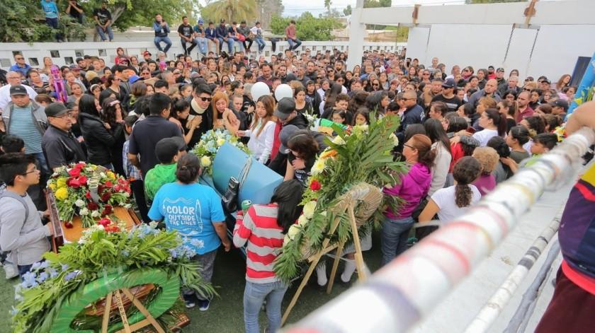 Los cuerpos de Jonathan Oros, Jaime Castro, Martín Murrieta y Mario Gaxiola estuvieron presentes en el gimnasio Juan Francisco Estrada.(Eleazar Escobar.)