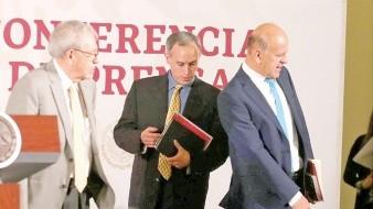orge Alcocer (izq.), titular de la Secretaría de Salud, detalló que los fármacos oncológicos fueron adquiridos en Argentina, España, Francia, India y Estados Unidos.