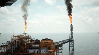 ¿Gobierno mexicano debe replantear estrategia ante caída de petróleo?