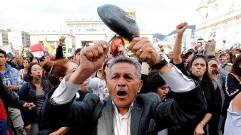 Manifestantes colombianos cambian calles por