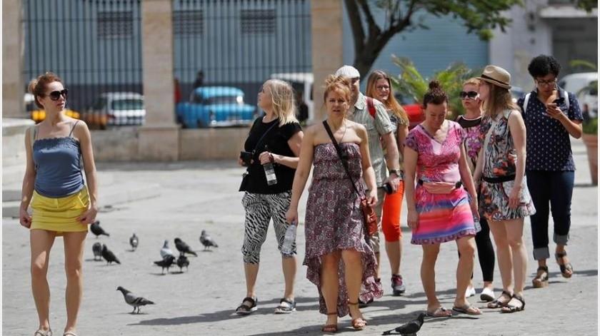 Durán agregó que ya se han producido casos sospechosos en turistas que visitaban la isla y que éstos han sido enviados a hospitales para su aislamiento y verificación.(EFE)