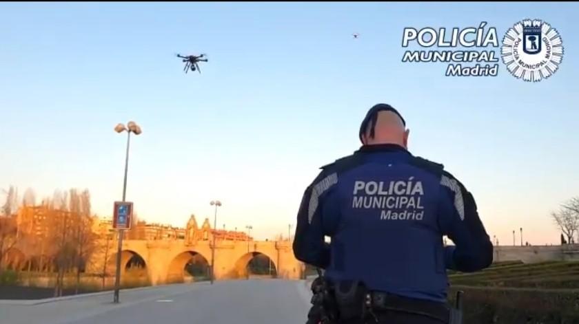 Policía Municipal de Madrid emplea drones para recordar las medidas preventivas decretadas por el Gobierno español, ante la pandemia de COVID-19(Twitter Oficial de la Policía Municipal de Madrid @policiademadrid)