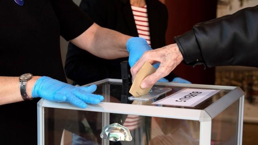 """""""¿Votar sí, tomar un café no?"""": Se quejan de medidas por coronavirus en Francia(EFE)"""