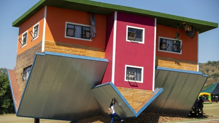"""Casas """"de cabeza"""" atraen turistas en Sudáfrica(AP)"""