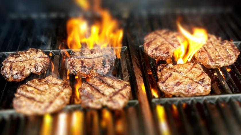 Carniceras te invitan a comer vegetales... en sus salchichas y hamburguesas(Pixabay)
