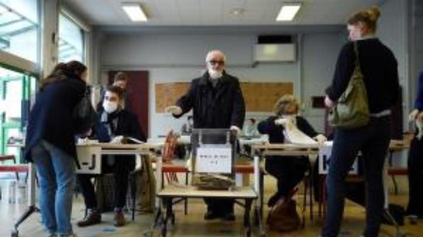 Estimaciones de que sólo el 45 por ciento del electorado acudió a votar,plantea dudas sobre si se mantendrá la segunda vuelta, prevista en una semana(EFE)