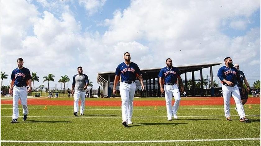 Astros de Houston contribuyeron con alimento y dinero por pandemia de coronavirus(Instagram @astrosbaseball)