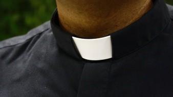 Dan 5 años de cárcel a cura que desató el escándalo de abusos en Iglesia gala