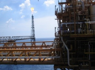 Petróleo cotiza de nuevo por debajo de 30 dólares
