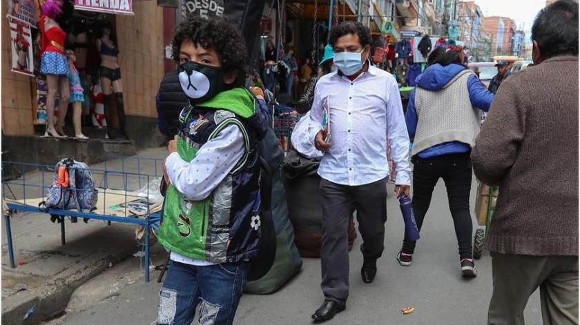 """Bolivia registra once casos de COVID-19, cuatro de ellos """"importados"""" y siete por transmisión local, informó este lunes el ministro interino de Salud, Aníbal Cruz.(EFE)"""