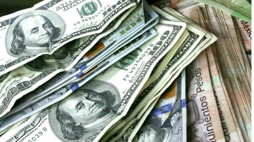 Dólar establece cierre histórico frente al peso mientras que petropecios caen(GH)
