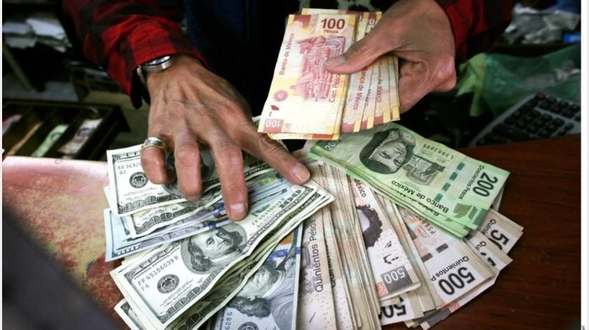 De acuerdo con Reuters, la moneda mexicana ha sufrido un retroceso del 21% en el año en curso.(Banco Digital)