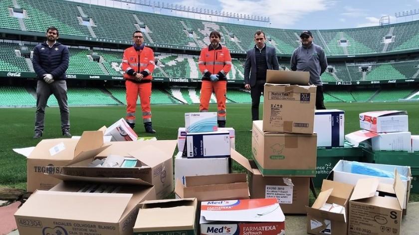 Betis donó su material médico a hospital de Sevilla.(Facebook)