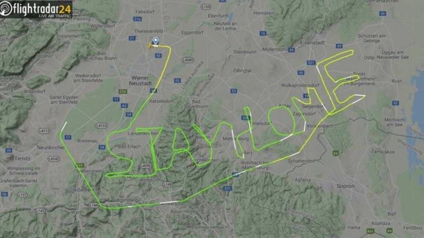 Piloto traza un mensaje en su ruta aérea(Tomada de la red)