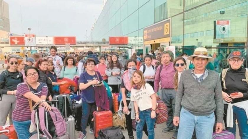 Cientos de mexicanos varados y desesperados en Perú por Covid-19; piden ayuda a SRE(El Universal)