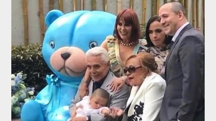 Silvia Pinal y Enrique Guzmán reaparecieron juntos en el bautizo de su nieto Apolo.(Tomada de la red)