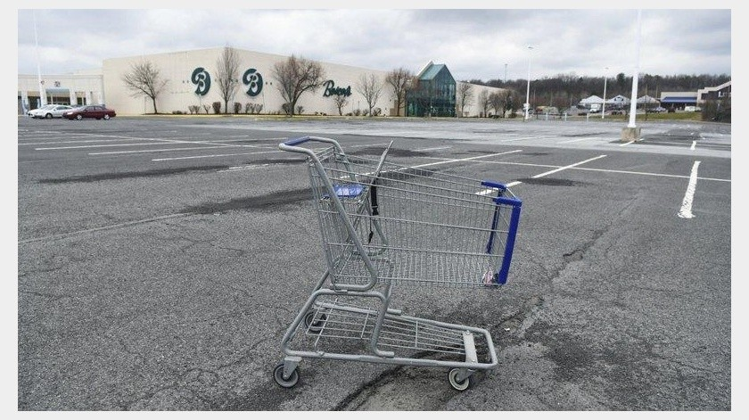 En el vecino estado de Pensilvania, unas 70.000 personas solicitaron apoyo en un solo día _ seis veces el total de la semana pasada completa.(AP)