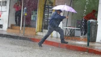 Arrecia copiosa lluvia en Hermosillo tras espectacular arcoíris