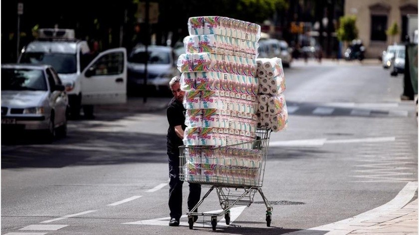 Se encarece papel higiénico en Europa por compras de pánico(EFE)