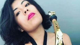 María Elena Ríos, saxofonista que sufrió un ataque con ácido en Oaxaca, en septiembre de 2019