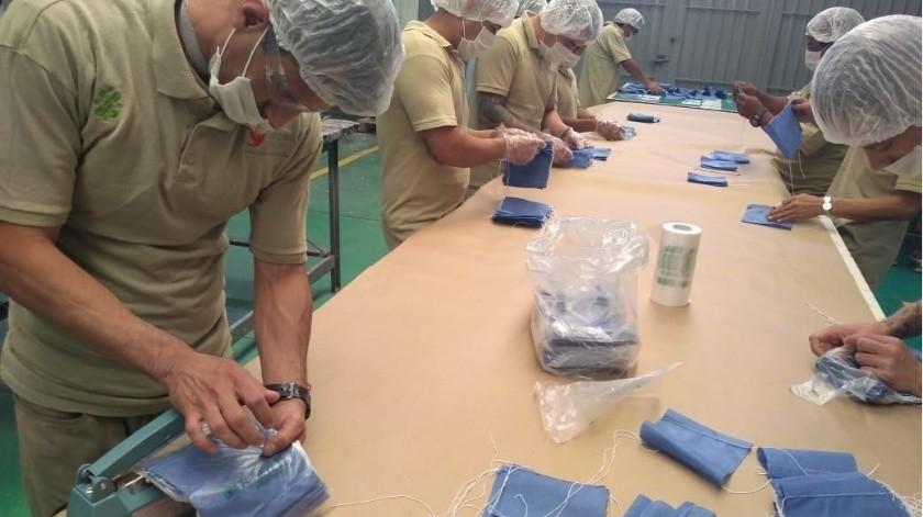 La Asociación Civil Reinserta advirtió que las medidas para la contención del virus, como el lavado de manos constante, el uso de gel antibacterial y mantener una separación de un metro respecto de otras personas, no son posibles en las cárceles.(Agencia Reforma)