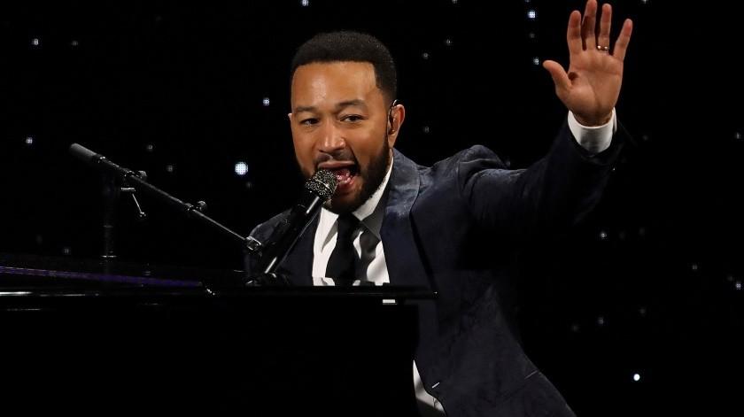 En esta foto del 5 de marzo del 2020, John Legend canta en la cena anual de la Alianza por los Derechos de los Niños en Beverly Hills, California.(Invision)