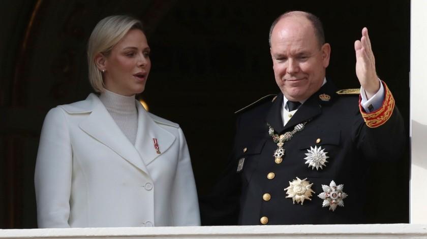 Foto de archivo del 19 de noviembre de 2019 del príncipe Alberto II de Mónaco y su esposa la princesa Charlene.(AP)