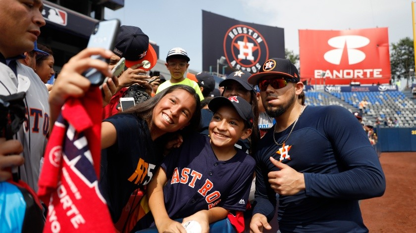 Houston Astros' Roberto Osuna, right, poses for pictures with fans ahead of the start of the first match up of the Astros' two-game series against the Los Angeles Angels, in Monterrey, Mexico, Saturday, May 4, 2019.(AP)