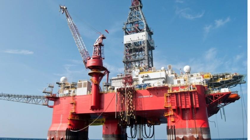 La caída de los precios internacionales del petróleo es uno de los factores que ha contribuido a la fuerte depreciación del peso.