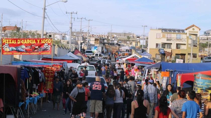 Ayuntamiento no prohíbe mercados sobreruedas.(Archivo)