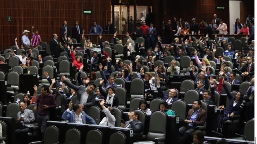 Los empleados, se quejan de que la iniciativa del petista busca quitarle 50 plazas al sindicato de la Cámara de Diputados.