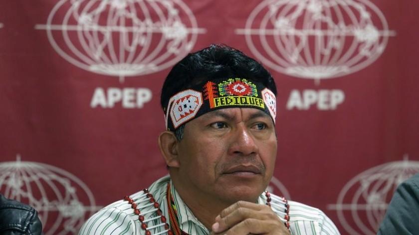 Se trata de Aurelio Chino, el presidente de la Federación Indígena Quechua del Pastaza (Fediquep), que a pesar de no sentir síntomas se hizo una prueba ni bien llegó el 14 de marzo al país.(EFE)