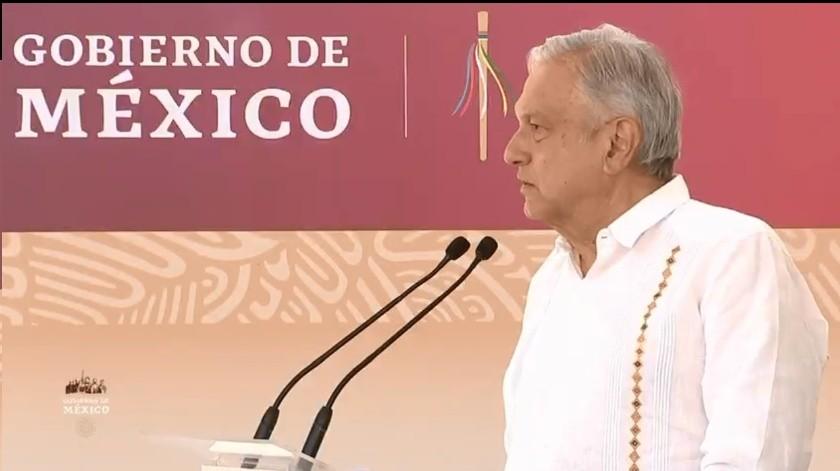 A petición de la autoridad municipal de Guelatao, el presidente López Obrador señaló que solo para este municipio hará un experimento como premio a la honestidad.(Captura)
