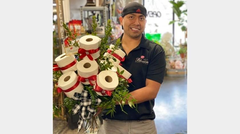 Una florería se la ingenió para poder abastecer a su comunidad con papel higiénico.(Facebook)