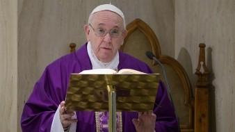 Por coronavirus, papa Francisco pide rezar un