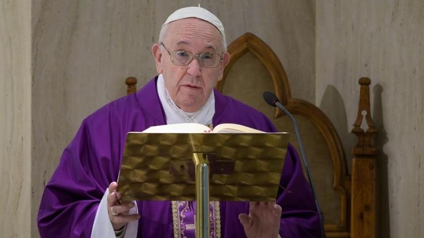 El papa Francisco mencionó que busca que todos los fieles respondan a la pandemia con oración.(EFE)