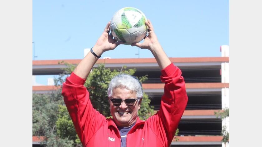 El futbol sigue siendo una gran pasión para Aarón Gamal.(Teodoro Borbón)