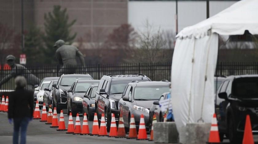 Más de una semana después de que el presidente Donald Trump prometió que los estados y las tiendas como Walmart y CVS abrirían centros de autoservicio para pruebas(AP)