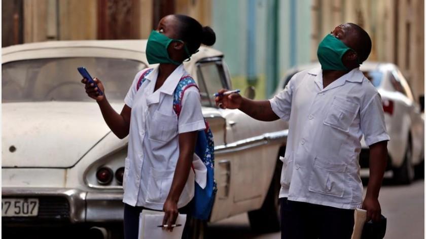 El parte actualizado del Minsap incluye hoy a siete ciudadanos cubanos vinculados a personas que han llegado del extranjero y tres turistas canadienses que viajaron a La Habana procedentes de México y se hospedaron en una casa de renta particular.(EFE)