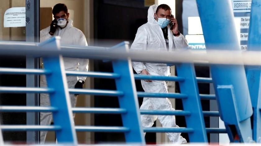 Autoridades españolas han tomado fuertes medidas para evitar que ciudadanos estén fuera de sus domicilios.(EFE)