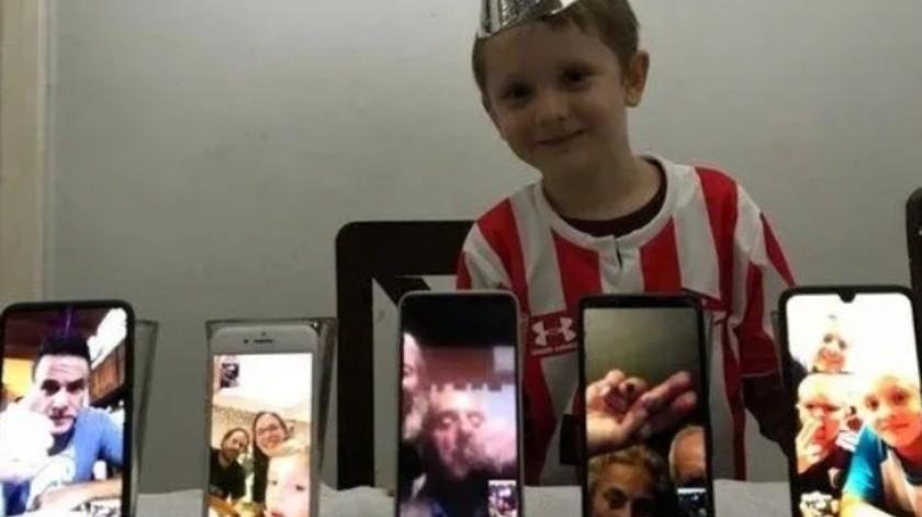 Niño cumple años en cuarentena y celebra con videollamadas