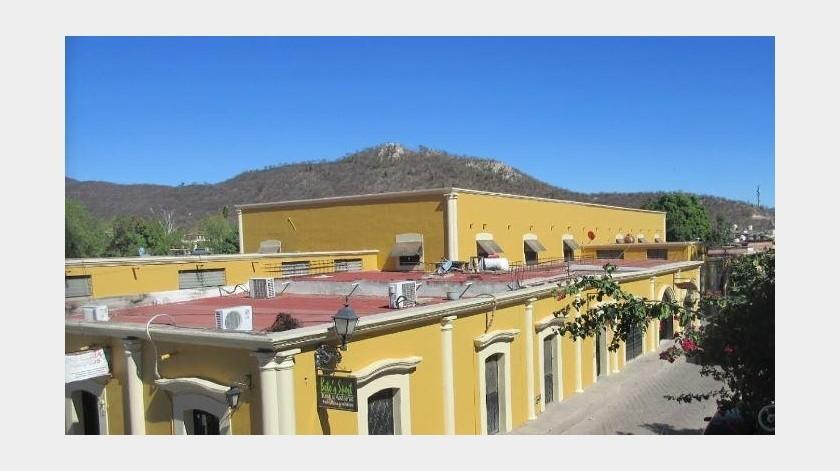 Cierran accesos laterales del Mercado Municipal de Álamos(Martín Mendívil)