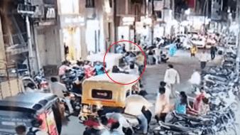 Golpean a motociclista al estornudar sin cubrirse en vía pública