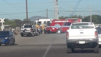 El incidente tuvo lugaren el cruce de vías del Ferrocarril y bulevar Manlio Fabio Beltrones a las 16:30 horas de hoy.