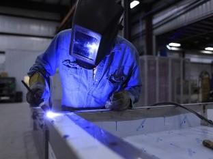 Maquiladoras detienen producción; empleados reciben 60% de su sueldo